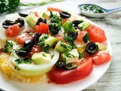 orange salad with avocado and almonds / ensalada de naranja con aguacate y almendras