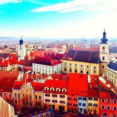 Sibiu - Hermannstadt, România Mansions, House Styles, Home Decor, Romania, Decoration Home, Manor Houses, Room Decor, Villas, Mansion