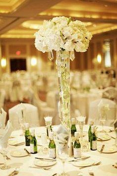 basespara flores para la iglesia | ... de un envase alto, lleno de agua y con flores blancas sumergidas