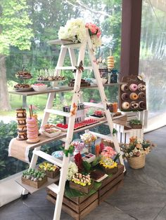 Candy Bar You are in the right place about cheap room decoration Here we offer you the most beautiful pictures about the room decoration wood you are looking for. When you examine the Candy Bar part of the picture you can get the massage we … Candy Bar Wedding, Wedding Desserts, Wedding Decorations, Table Decorations, Vintage Decorations, Wedding Ideas, Diy Decoration, Candy Table, Dessert Table