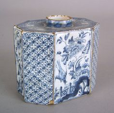 Delft blue and white caddy, mid 18th c., with chinoiserie decoration,