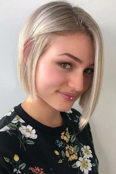 Middle Parted Blonde Medium Bob ❤ #lovehairstyles #hair #hairstyles #haircuts Short Blonde Haircuts, Short Blonde Bobs, Wavy Bob Haircuts, Haircuts For Thin Fine Hair, Trendy Haircuts, Brown Blonde Hair, Girl Haircuts, Layered Haircuts, Short Hair Cuts