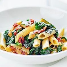 Pasta with zucchini, spinach and dried tomatoes A matter of taste - obiad - Makaron Snack Recipes, Healthy Recipes, Snacks, Zucchini Pasta, Dried Tomatoes, Penne, Pasta Salad, Spinach, Good Food
