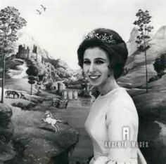 One of thew photos taken of Princess Anne on her 21st birthday, wearing the unidentified pearl festoon tiara.