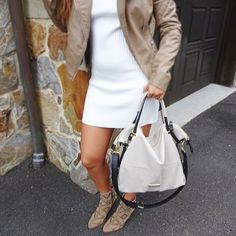 A neutral satchel 👜that carries you from conference to cocktails in effortless style. This new Steve Madden handbag from Marshalls is one of my favorites and it was less than $60! 🙌🏽#stevemadden #marshalls #fashion #neutrals #beige #nudes #beigebooties #fashion #chic #style #stylish #trend #trendy #leatherjacket #whitedress #winter #pose #marshalls #blogger