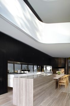 Tusculum Residence is a renovation and extension of a turn-of-the-century terrace house by Smart Design Studio, situated in Sydney, Australia's Potts Point. Interior Lighting, Luxury Interior, Home Interior Design, Design Studio, House Design, Kitchen Interior, Kitchen Design, Studio Room, Dining Room Inspiration
