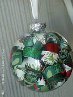 2011 Christmas Ornament - Two Peas in a Bucket