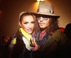 Ke$ha and Johnny Depp at the Kids Choice Awards...(: THEYRE BOTH HIPPIES SO CUTE TOGETHER