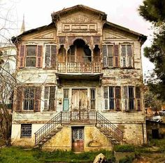 Sariyer-Istanbul - Fashitaly All Pictures Abandoned Houses, Old Houses, Man Made Environment, Turkish Architecture, Indian Homes, Wooden House, House 2, Wooden Doors, Historic Homes