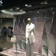 WEBSTA @ onegociodovarejo - Hugo Boss - Rio de Janeiro #vitrine #riodejaneiro #varejo #visualmerchandising #vm #windowdisplay #retailwindow #retail #storewindow #store #shopwindow #shop #escaparate #vm #loja #leblon @hugoboss @shoppingleblon