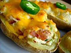 Jalapeno Bacon Stuffed Potatoes are an easy way to turn plain potatoes into something mouth-wateringly delicious! Making Baked Potatoes, Stuffed Baked Potatoes, Stuffed Jalapenos With Bacon, Jalapeno Bacon, Beef Bacon, I Love Food, Good Food, Yummy Food, Potato Toppings