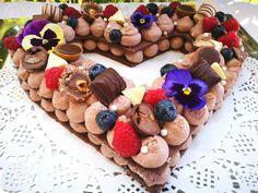 szív alakú cream tart Gingerbread Cookies, Tart, Cream, Desserts, Food, Gingerbread Cupcakes, Creme Caramel, Tailgate Desserts, Deserts
