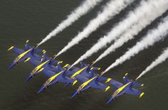 Blue Angels - My favorite planes to watch on the planet! Military Jets, Military Aircraft, Us Navy, Navy Blue, Navy Rings, Flying Ace, Aviation Image, Angel Pictures, Military Photos