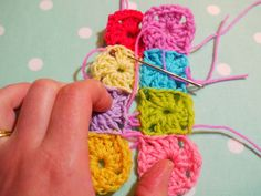 Sewing up knitting or crochet with an invisible stitch. Tutorial by Vanessa Cabban of Do you mind if I knit. Lovely blog with lots of eyecandy.