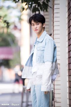 imagined that you and Mark have a date. He arrived first and waiting for you. And when arrived, Mark just eventualy look at you like this. Taeyong, Jaehyun, Mark Lee, Winwin, K Pop, Nct Debut, Nct 127 Mark, Lee Min Hyung, Fandoms