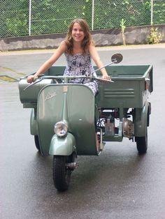 Vespa Ape, Piaggio Vespa, Vespa Lambretta, Motor Scooters, Vespa Scooters, Motor Car, Sportster Motorcycle, Motorcycle Engine, Girl Motorcycle