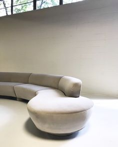 Available for sale from Forsyth, Vladimir Kagan, Cloud Sofa Restored in Loro Piana Grey Velvet (mid Century), Velvet, 29 × 185 × 30 in Techno, Modern Sofa Designs, Interior Rugs, Interior Design, Curved Sofa, Lounge, Classic Sofa, Modern Sectional, Gray Sofa
