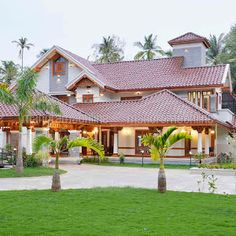 Eco Friendly 3 Bedroom Low Cost Home with Courtyard Free Plan - Free Kerala Home Plans House Outer Design, Unique House Design, Kerala Traditional House, Traditional House Plans, Village House Design, Kerala House Design, Modern Bungalow House, Bungalow Designs, Modern Architecture House