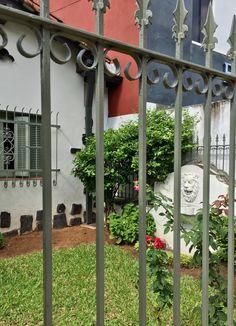 Jardín con flores y fuente de Asunción