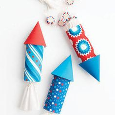 Rocket Favor Packaging These red, white, and blue decorations will add a festive touch to any Memorial Day or Fourth of July celebration. Send your party guests to the moon with these lively rocket favor packages for an Independence Day bash. 4. Juli Party, 4th Of July Party, Fourth Of July, Blue Crafts, Arts And Crafts, Paper Crafts, Art Crafts, Memorial Day, Holiday Crafts