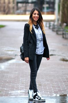Sneakers Nike - Dunk Sky Hi/High. Have these shoes. Love them and this outfit. Nice and casual.