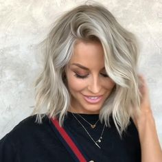 Short haircut women have unique charming. View the link below to get more hottest short bob haircut inspo shorthaircut bob haircut tutorials 693343305118852115 Blonde Hair Looks, Ash Blonde Hair, Platinum Blonde Hair, Short Hair Cuts For Women, Medium Hair Cuts, Short Hair Styles, Blonde Haircuts, Short Bob Haircuts, Blonde Bob Hairstyles