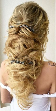 Gorgeous 40 Best Wedding Hairstyles for 2018 Trends http://outfitmad.com/2018/04/24/40-best-wedding-hairstyles-for-2018-trends/