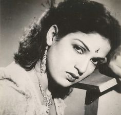 Kamini Kaushal born 16 January 1927 is a Hindi film and television actress most noted for her roles in films like Neecha Nagar 1946 which won the 1946 Pa Vintage Bollywood, Indian Bollywood, Bollywood Stars, Kamini Kaushal, Indian Star, Old World Charm, Rare Photos, Actresses, Actors