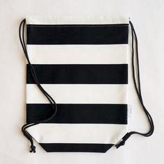 MadeBy | Piilo-reppu, isoraita Sewing Tutorials, Sewing Projects, Sewing Patterns, Diy Projects To Try, Craft Projects, Diy And Crafts, Arts And Crafts, Diy Bags Purses, String Bag