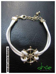 Pulseira Navy Pingente de Leme dourado Corão Branco R$ 20,00