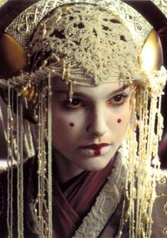 Natalie Portman in Star Wars Episode I: The Phantom Menace Reina Amidala, Natalie Portman Star Wars, Star Wars Padme, Star Wars Halloween, Star Wars Drawings, The Phantom Menace, Film Inspiration, Star Wars Episodes, Star Wars Art