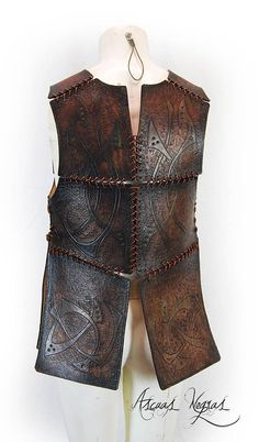 Viking leather armor. Leather tribal armor with vikings desings. The armor its made of natural leather 2.5 mm / 0.1 inch thick hand-dyed. Measurements of the armor (see images) It is a perfect costume for a Larp event, fantasy party or medieval event. It allows total mobility and
