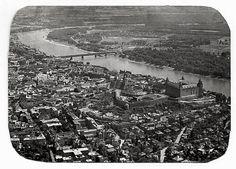 Záber hradu z lietadla 1967. Snímka zrejme urobená zo starej fotografie.  Zaostrené, urobené č.b. Bratislava, City Photo, Nostalgia, Times