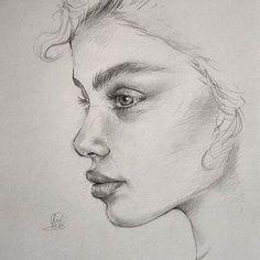 Pencil Portrait woman portrait drawing reference, using hatching technique Pencil Art Drawings, Art Drawings Sketches, Realistic Drawings, Cool Drawings, Drawing Faces, Face Pencil Drawing, Pencil Sketch Portrait, Girl Face Drawing, Pencil Sketching