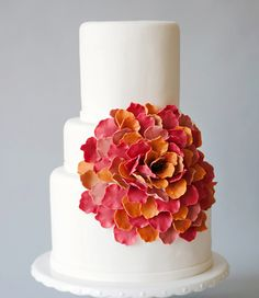Rose-inspired wedding cake
