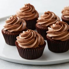 Small Batch Chocolate Buttercream Cupcakes Sometimes, you just need a treat. This chocolate butter cream cupcake recipe will satisfy your crav Chocolate Frosting Recipes, Chocolate Buttercream, Homemade Chocolate, Chocolate Cakes, Cupcake Recipes, Baking Recipes, Cupcake Cakes, Dessert Recipes, Single Cupcake Recipe