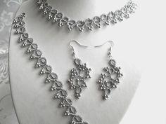 Parure :collier,bracelet, boucles d'oreille couleur argenté : Parure par carmentatting