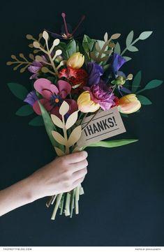 Очень реалистичные цветы из бумаги)  #lavkaim #цветы   #из #бумаги