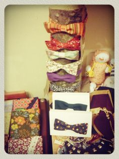 ))))) Yellow Shop, Gift Wrapping, Gifts, Shopping, Paper Wrapping, Presents, Wrapping Gifts, Gifs, Gift Packaging