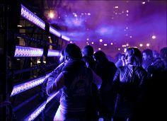 purple light || Canon5D2/EF50f1.4 | 1/100s | f2.5 | ISO800