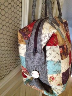 pitimini: Mary Popins Patchwork Bags, Quilted Bag, Diy Bags Patterns, Small Sewing Projects, Nine Patch, Fabric Bags, Handmade Bags, Quilting Projects, Purses And Bags