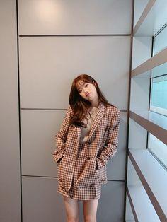 Uzzlang Girl, Hey Girl, Kpop Girl Groups, Kpop Girls, April Kpop, Kim Sohyun, Baby Friends, Cold Weather Fashion, Female Actresses