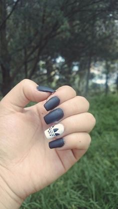 Diseño de uñas negro mate Adidas Usb Flash Drive, Adidas, Nails, Beautiful, Matte Black Nails, Matte Nails, Black Nail Designs, Matte Black, Accent Nails