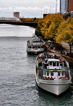 Chicago's First Lady Cruises along the Chicago Riverwalk