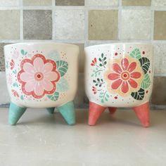Ceramic Mugs, Ceramic Art, Clay Pinch Pots, Painted Flower Pots, Diy Clay, Clay Projects, Ceramic Painting, Earthenware, Diy And Crafts