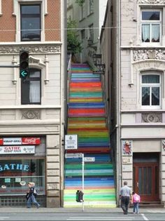 Fajne schody w Wuppertal 🙂 Akrylowa farba. Horst Glasker For English readers: Cool stairs in Wuppertal. Acrylic paint on 112 steps. Each color express different emmotion. Wuppertal Germany, Street Art Utopia, Street Graffiti, Urbane Kunst, Painted Stairs, Painted Staircases, Stairway To Heaven, Stairway Art, Banksy