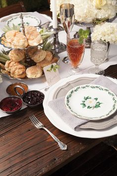 Thanksgiving Inspiration: 13 Stunning Reception Tables