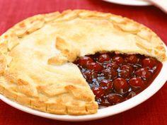 Cherry Pie recipe from The Best Of via Food Network. Uses frozen cherries. Just Desserts, Delicious Desserts, Yummy Food, Cherry Desserts, Pie Dessert, Dessert Recipes, Food Network Recipes, Cooking Recipes, Cherry Tart