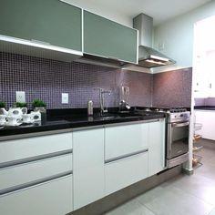 Cozinha planejada com armários branco e Cinza de MeyerCortez Arquitetura & Design - 83953 no Viva Decora