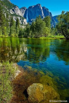 Yosemite Falls is the highest measured waterfall in North America. Located in Yosemite National Park Landscape Photography, Nature Photography, Beautiful Places, Beautiful Pictures, Beautiful Gifts, Yosemite Falls, Image Nature, Parcs, Nature Pictures